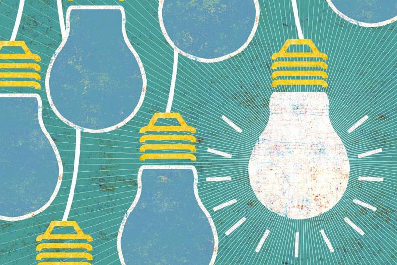 آیا میشود بدون ریسک کردن، یک کارآفرین موفق و خلاق باشیم؟ ــ تصویر کارتونی چند لامپ که یکی از آنها روشن است