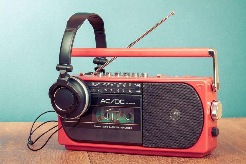 پخش موسیقی درخواستی از رادیو